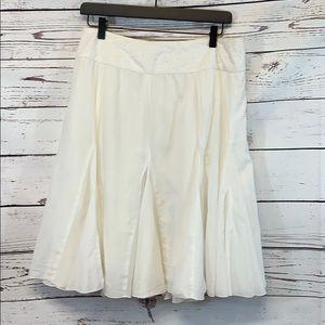 Bebe White Pleated Skirt Knee length Lined Medium